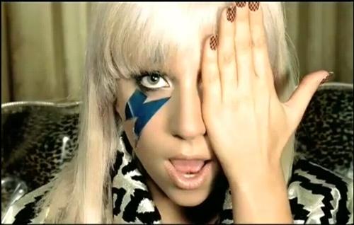 """Lady Gaga, se calza las botas y se pone el sombrero, para cantar su nuevo single, """"Born this way""""en rollo country"""