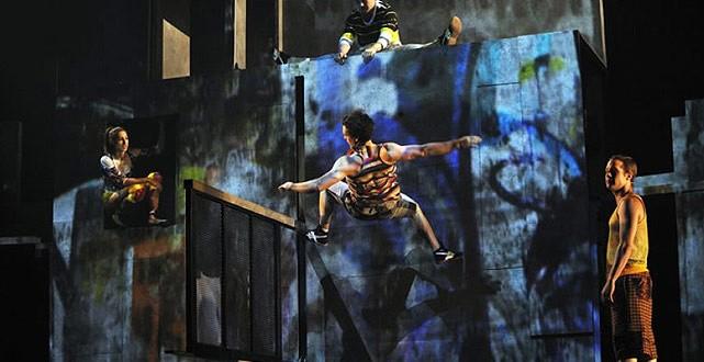 El Cirque Éloize, aterriza en Barcelona del 8 al 18 de mayo. Un espectáculo visual y sonoro impresionante.