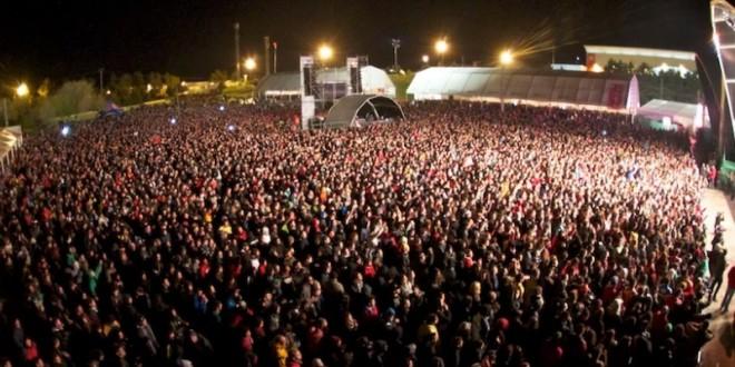 Las cifras de asistencia del VIÑA-ROCK 2014 , rompen moldes con 61.000 visitas diarias. Enhorabuena a los asistentes y organización de este macro-evento.